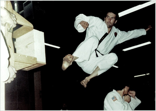 Grandmaster David Knife